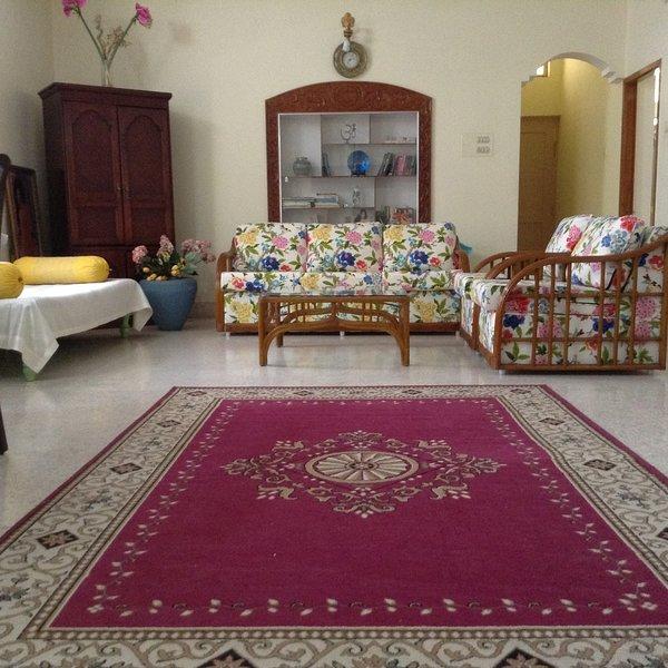 Gold Lotus room in 2 BR,, walk to yoga KPJ, Green Lotus Mysore, holiday rental in Nanjangud