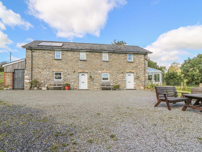TY FFERM, semi-detached farm building conversion, WiFi, enclosed courtyard, vacation rental in Llanybydder