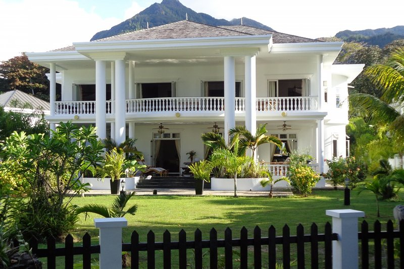 Criollo House: Mountain View Room 6, vacation rental in Beau Vallon