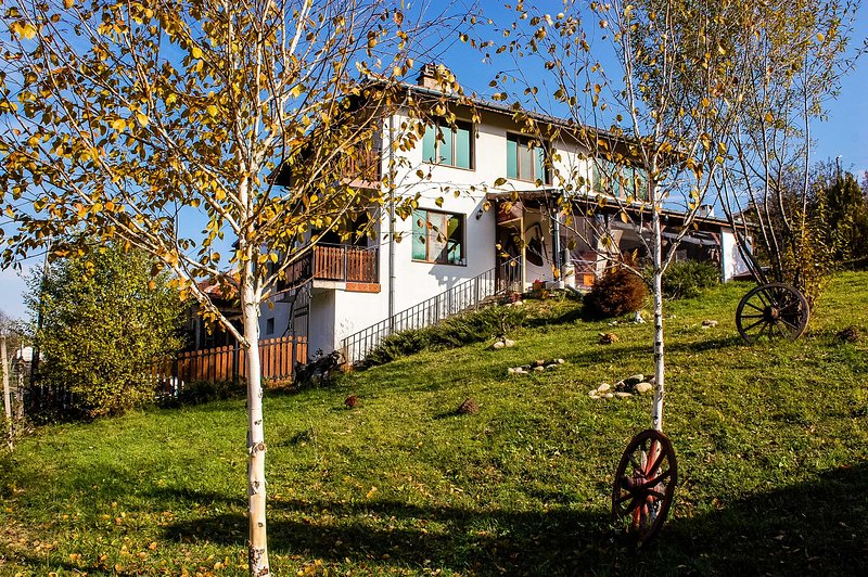 Charming Suite In Cozy Villa Amidst Amazing Nature, location de vacances à Vrabtsite