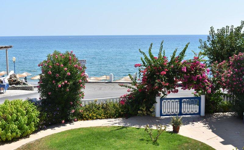 One-Bedroom Apartment, 30m from beach, sea-garden view, free public parking, location de vacances à Stegna