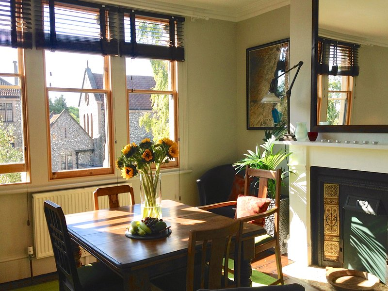 Newly refurbished Victorian apartment - Central East Oxford - 102sqm on 2 floors, vacation rental in Littlemore