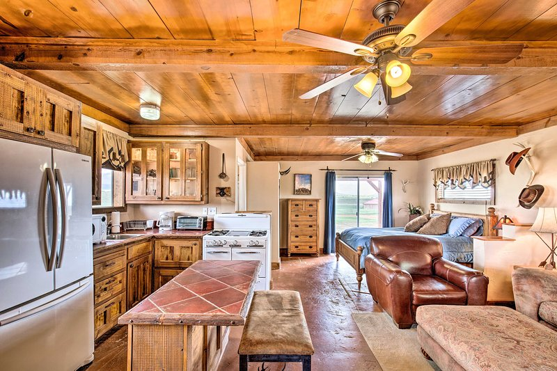 Rustic Studio, 2 Miles to Village of Elgin Winery!, casa vacanza a Elgin