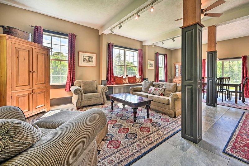 Laissez tomber la réalité dans cette maison récemment rénovée de Bakersfield pour 7 personnes.
