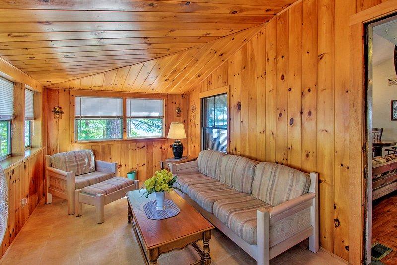¡Relájate en la terraza acristalada entre viajes al lago!