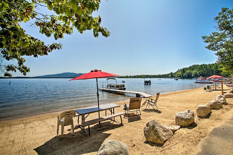 Center Ossipee Pet-Friendly Cottage w/ Dock!, location de vacances à Freedom