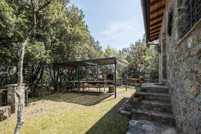 Casa Margherita, vita di fattoria con piscina e sauna, immersa nella natura., holiday rental in Stignano