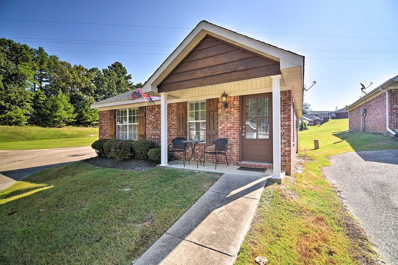 This vacation rental home is conveniently located near Ole Miss.