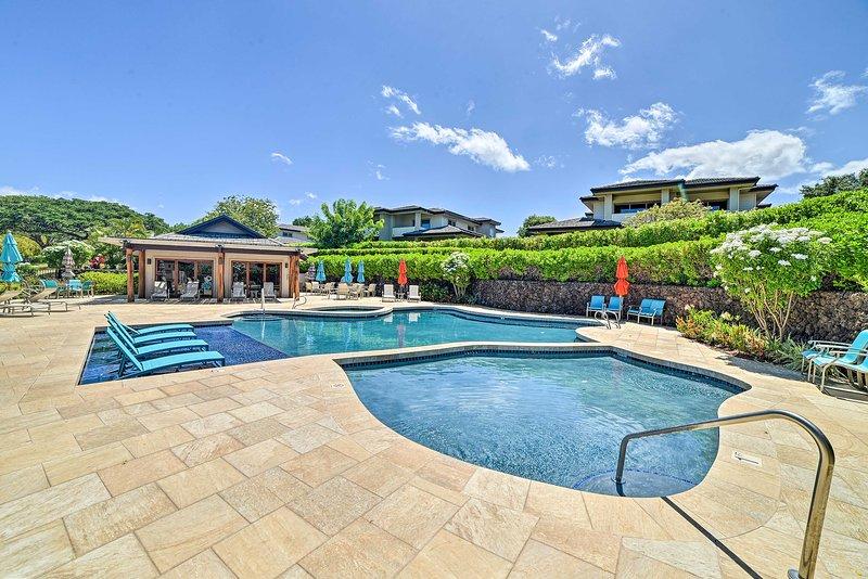 Resort Amenities | Outdoor Swimming Pool | Hot Tub