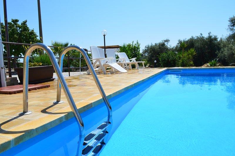 Nice villa with swimming-pool, location de vacances à Floridia
