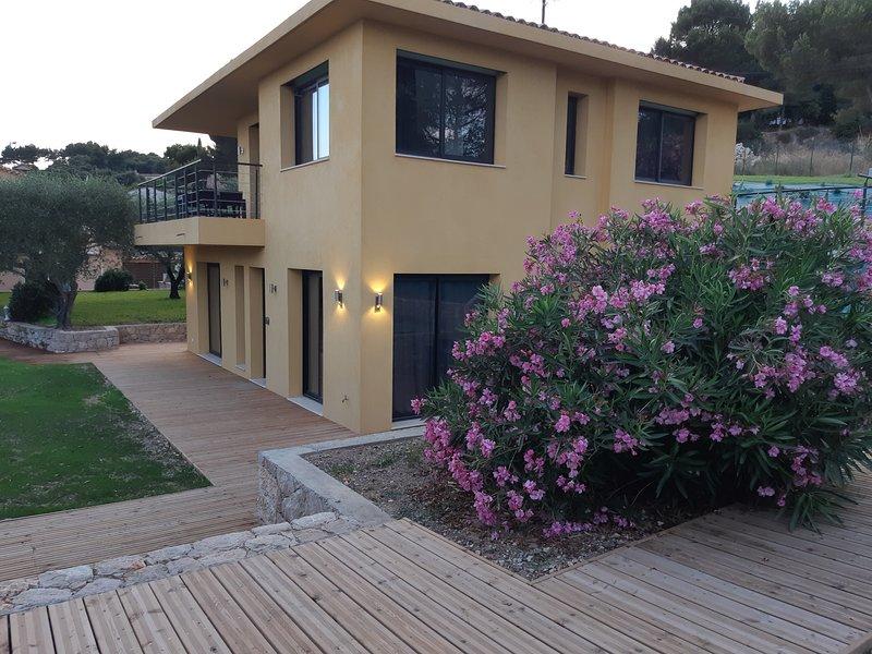 A 10 minutes de Nice et Monaco, appartement 2 Chambres  dans maison neuve, holiday rental in Èze