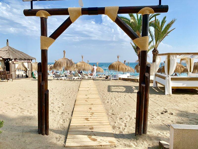 TGSH SUITES BANUS -CLOSE TO BEACH