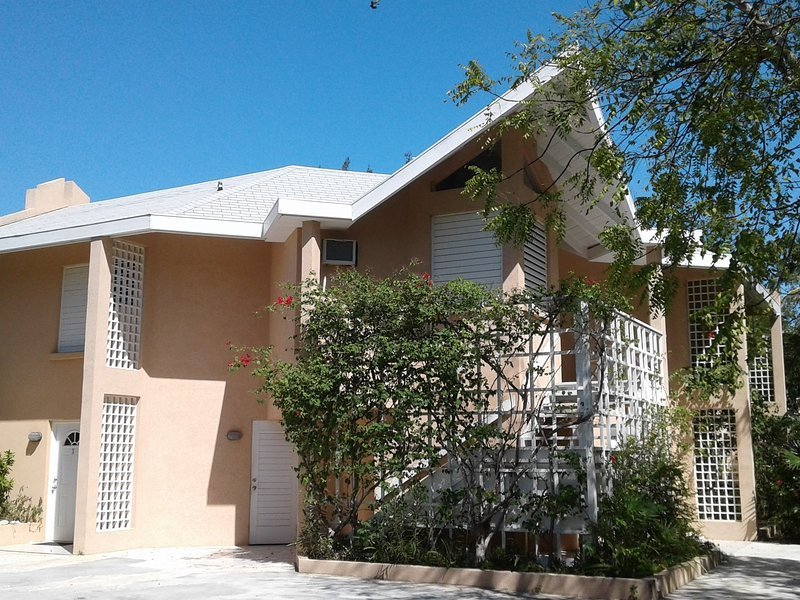 Coral Villa 1BR – Footsteps to Quiet Beach, holiday rental in Providenciales