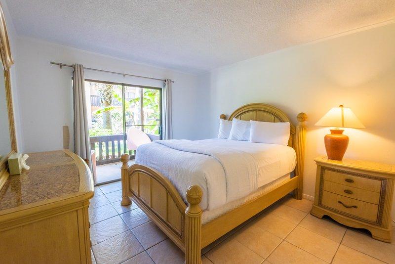 Cozy condo in Tiki complex with private beach access, alquiler de vacaciones en Isla del Padre Sur