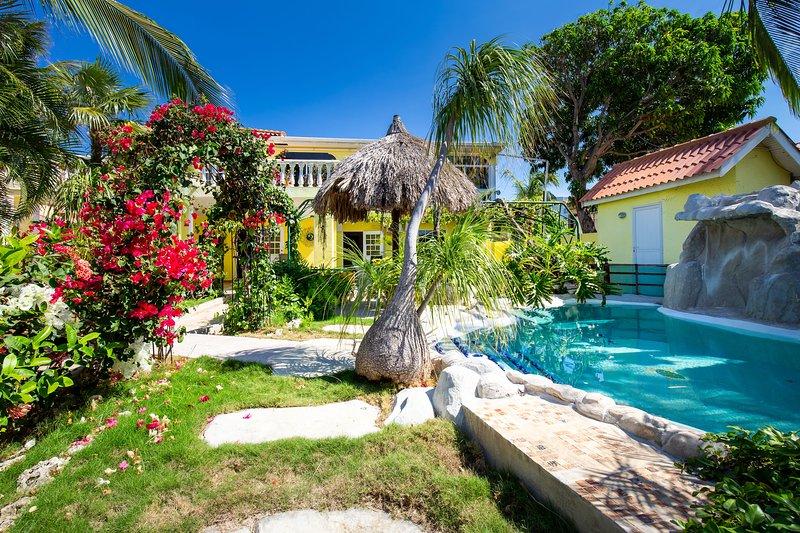 Tropical Garden & Pool