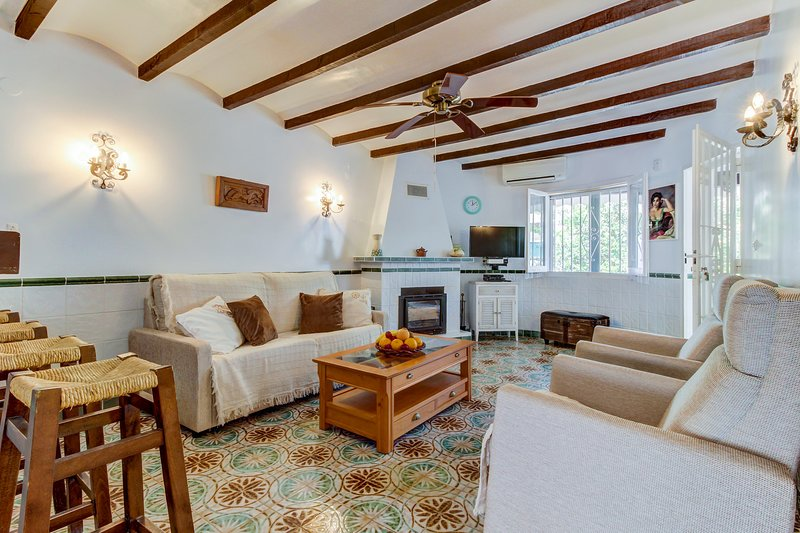 Beautiful townhome just moments from restaurants & Almadrava Beach!, vacation rental in Els Poblets