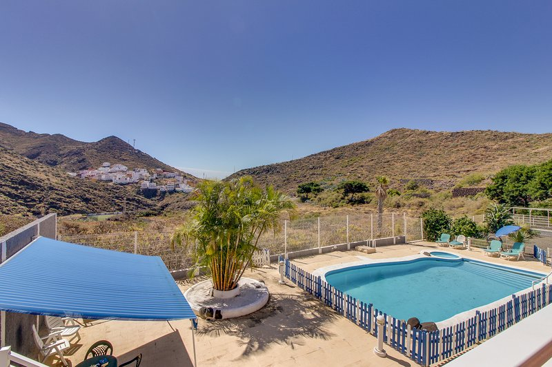 Cozy rental with shared pool & balcony - nestled in the hills of Tenerife!, vacation rental in San Andres
