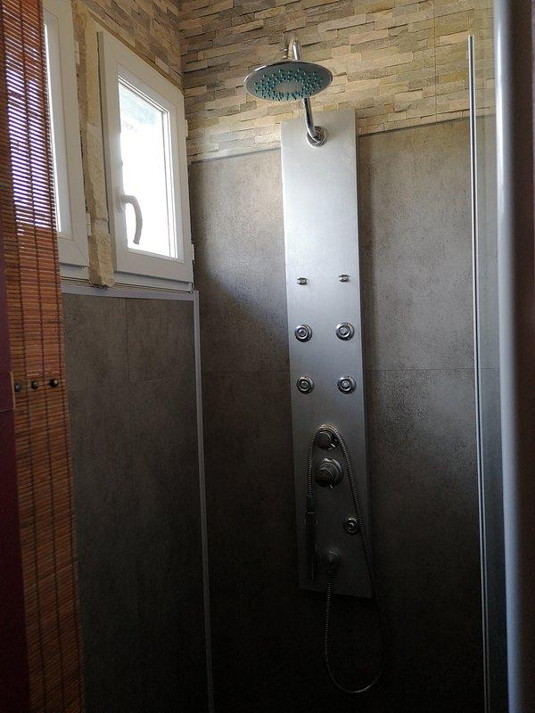 APPARTEMENT HAUT DANS MAISON PRES DE L ETANG, holiday rental in Saint-Sornin-Leulac