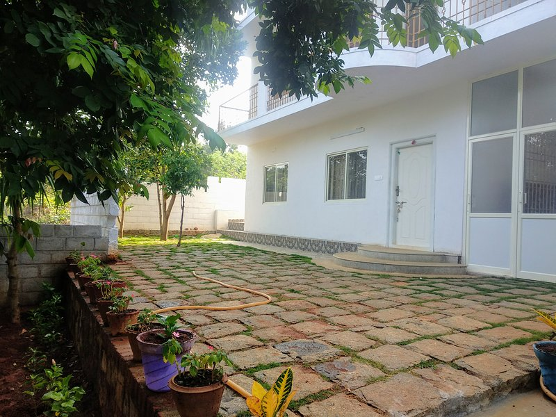 2 bedroom suites ,Ground &First floor with garden views, casa vacanza a Vellore District