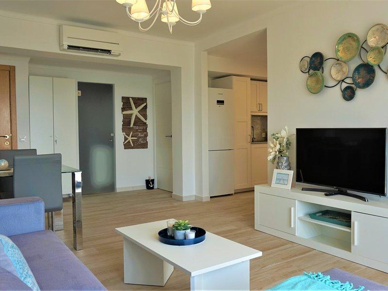 La Perla 2 - Apartment with terrace by the beach with sea views, alquiler vacacional en Cala Millor