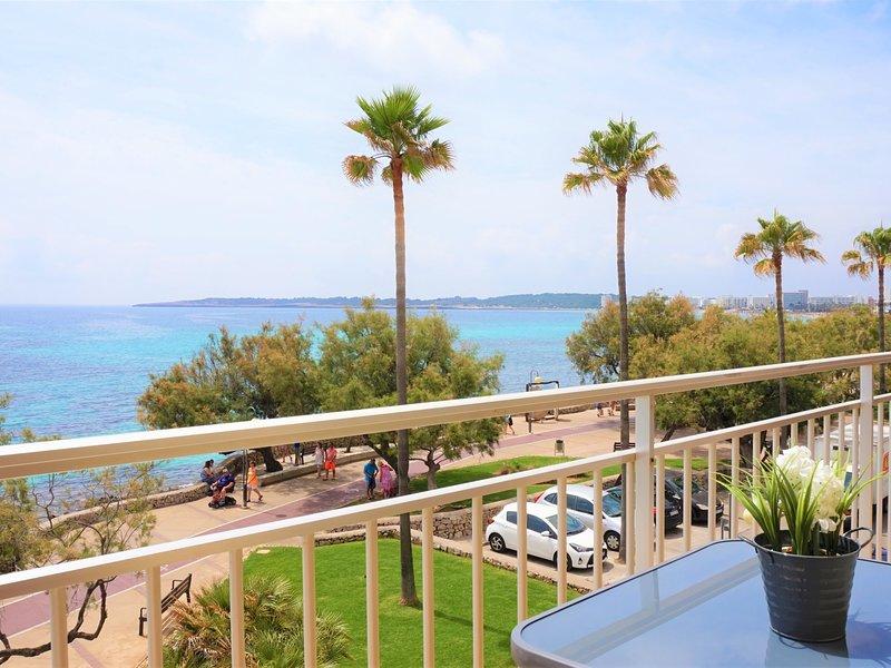 La Perla 1 - Apartment with terrace by the beach with sea views, alquiler vacacional en Cala Millor