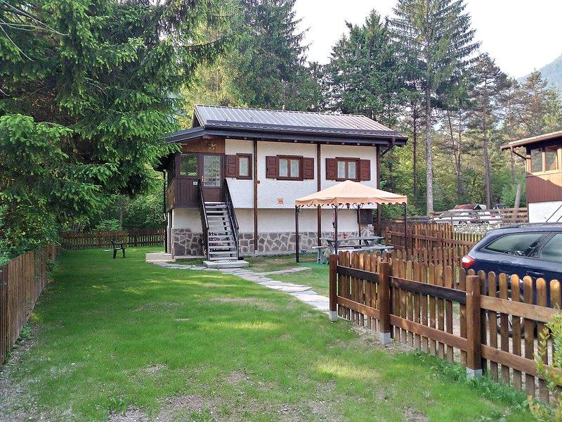Casa Nadia con giardino privato recintato, vacation rental in Tiarno di Sotto