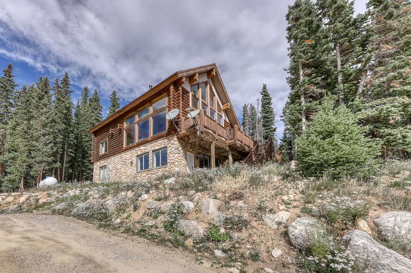 Newly-renovated family cabin w/ two full kitchens, deck, & mountain views, holiday rental in Alma