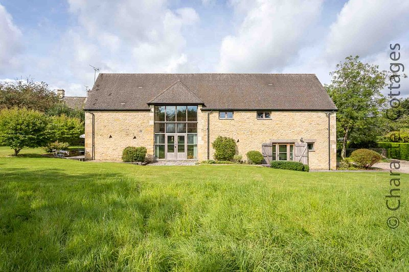 Bunt Barn is a beautiful country home in the peaceful village of Broadwell, vacation rental in Upper Oddington