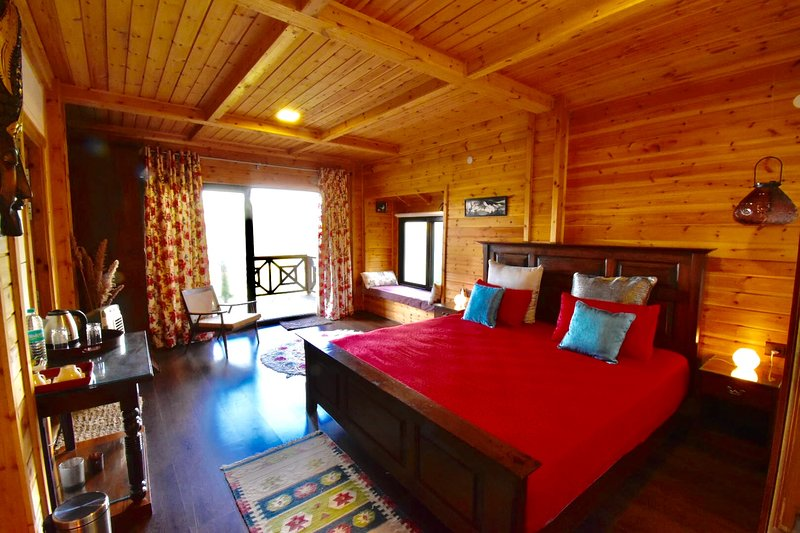 AVAAS - Bed & Breakfast in Ramgarh Nainital GF- East, holiday rental in Ranikhet