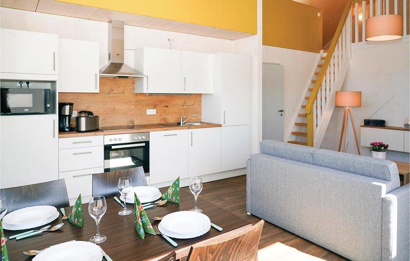 Stunning home in Prüm OT Walcherath with Sauna and 3 Bedrooms (DEI140), casa vacanza a Olzheim