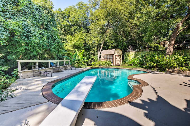 Dallas Area Home w/Pool -18mi to AT&T Stadium, location de vacances à DeSoto