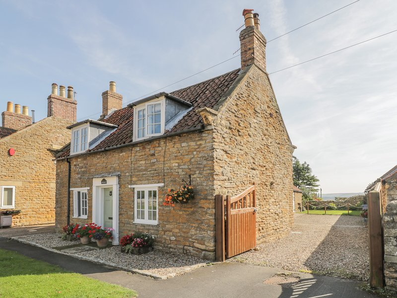 NORTHCOT, WiFi, dog-friendly, Hutton Buscel, holiday rental in East Heslerton