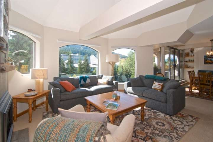 Spacious grand room, tons of natural light and mountain view