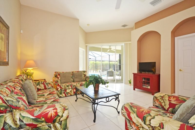 648CD. Comfortable 4 bedroom 3 Bath Pool Home In Gated Community, vacation rental in Haines City