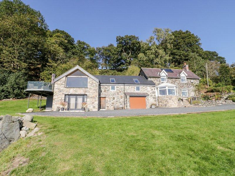 TYN LLWYN, pet friendly, character holiday cottage, with a garden in Pencoed, location de vacances à Cynwyd