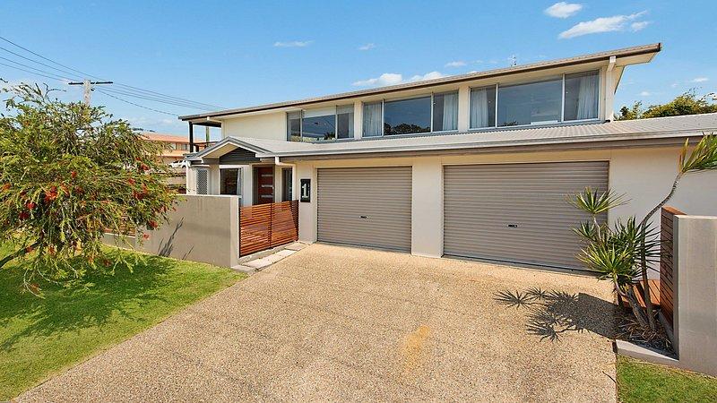 1 Rowell Street Battery Hill QLD, casa vacanza a Wurtulla