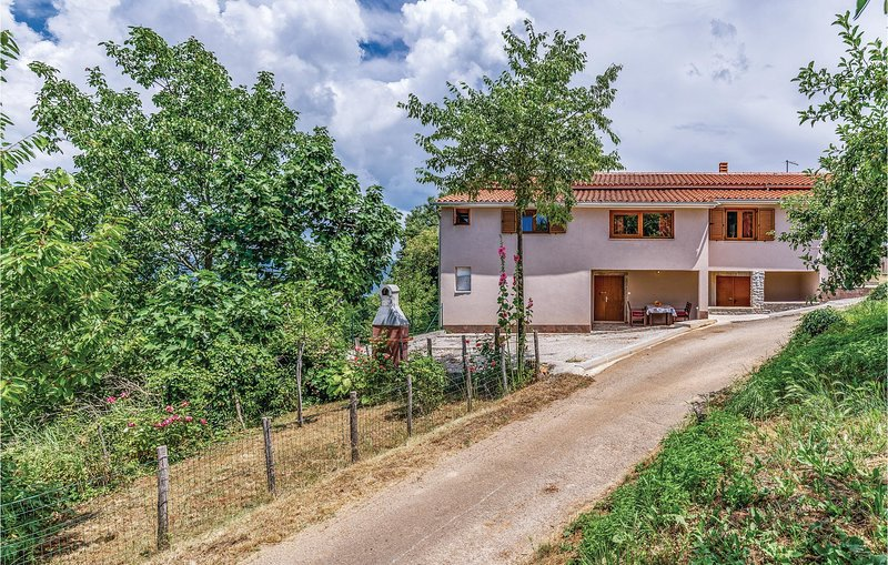 Beautiful home in Rakotule with WiFi and 2 Bedrooms (CIL005), holiday rental in Diklici