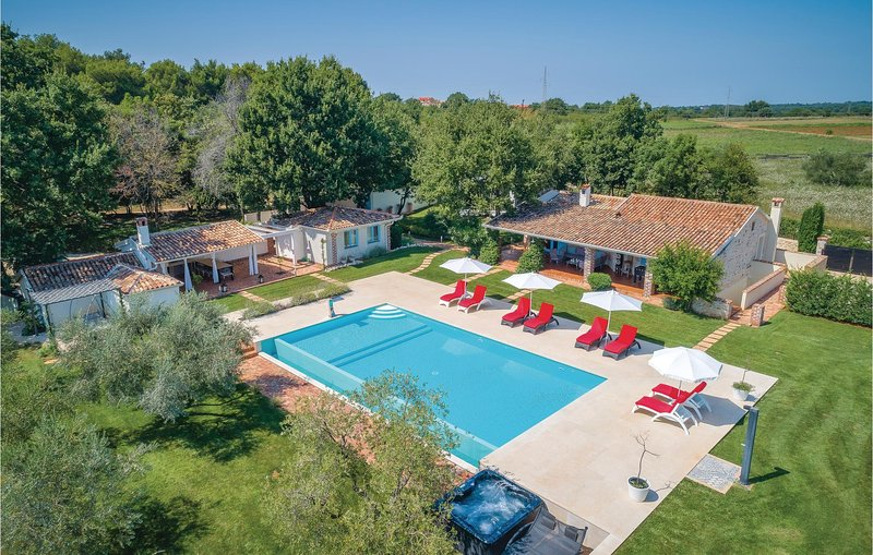 Amazing home in Tar with WiFi and 4 Bedrooms (CIE843), alquiler vacacional en Tar-Vabriga