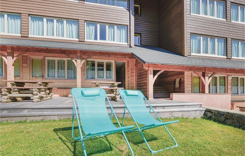 Amazing home in Laveissiere with 0 Bedrooms (FUC015), location de vacances à Le Falgoux