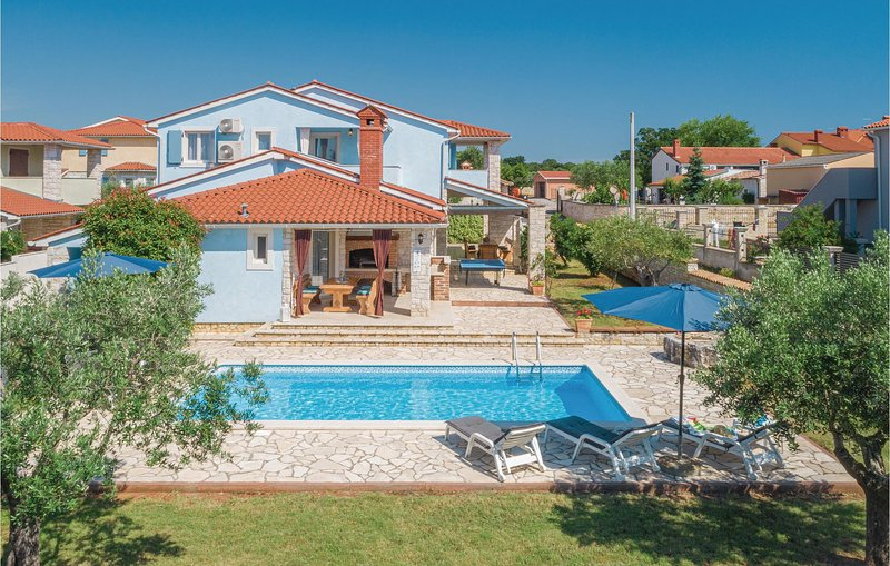 Stunning home in Golubovo with WiFi and 4 Bedrooms (CIL602), holiday rental in Barbariga
