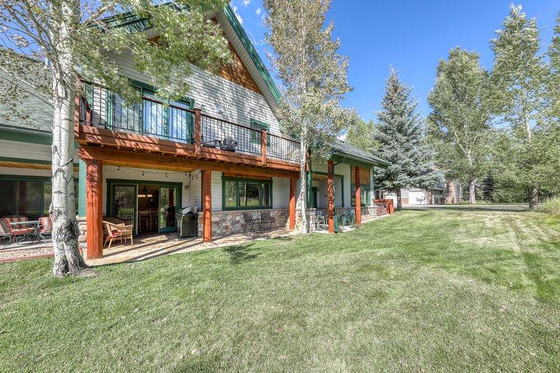 New listing! Spacious mountain home near dining/shopping, bus to slopes!, location de vacances à Oak Creek