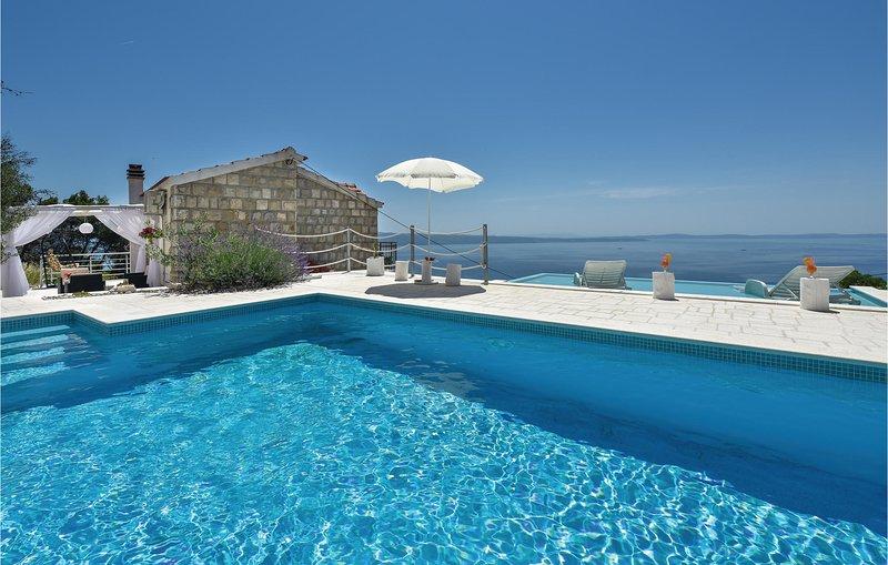 Stunning home in Podstrana with WiFi and 3 Bedrooms (CDT913), alquiler de vacaciones en Jesenice