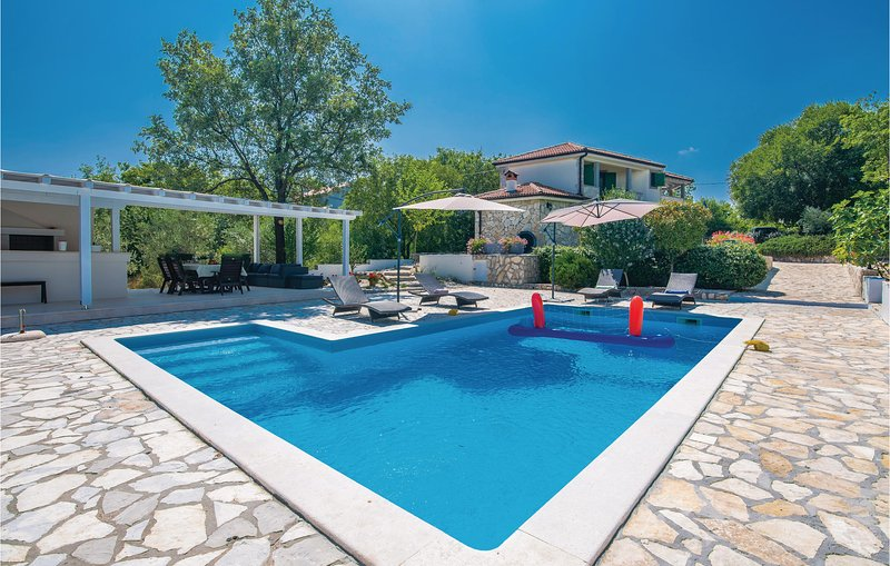 Comfortabel vakantiehuis midden in de ongerepte natuur (CKK266), holiday rental in Garica
