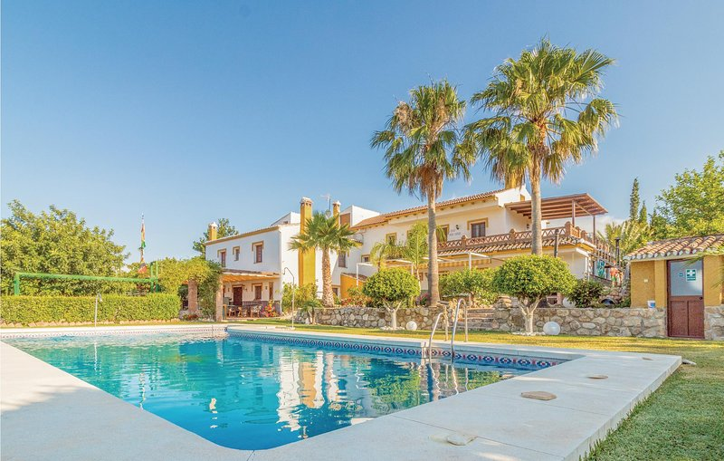 Stunning home in Periana with 9 Bedrooms and Outdoor swimming pool (EAN620), holiday rental in Periana