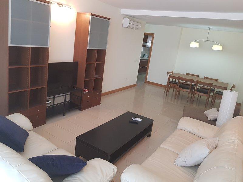 3 Bedroom Apartment in center of Santa Cruz Plaza España, holiday rental in Maria Jimenez