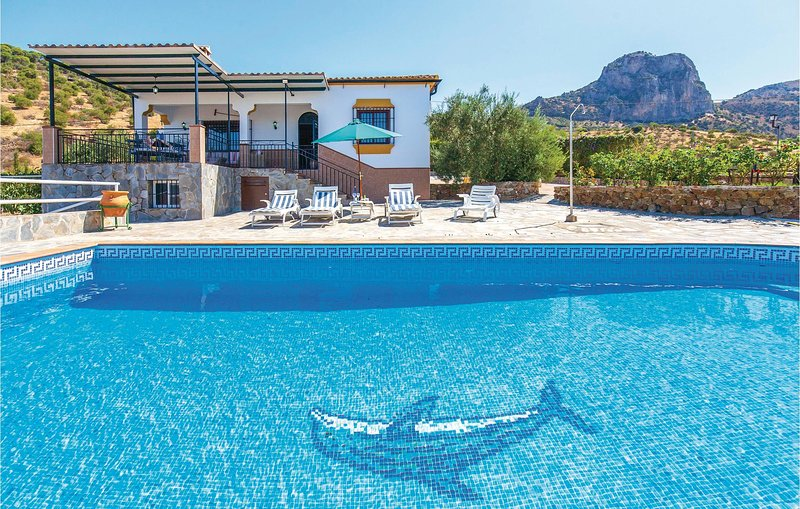 Beautiful home in El Gastor with WiFi, Outdoor swimming pool and 3 Bedrooms (EAC, holiday rental in El Gastor