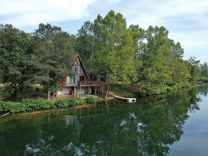 Bluegill Bungalow | Lakefront Cabin near Spring River, aluguéis de temporada em Cherokee Village