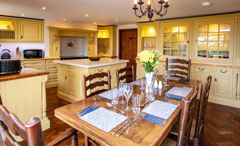 Orchardleigh Castle with secluded garden with Hot Tub/restaurant /golf/horse riding Longleat 20 mins