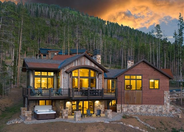 Experience Luxury & Style in the Highlands w/ Winter Shuttle, Hot Tub & Views, holiday rental in Breckenridge