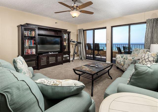 Sala de estar se abre al balcón frente al Golfo